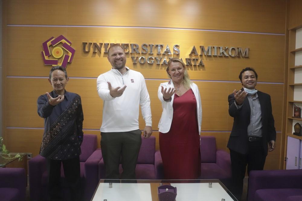 Presiden Silicon Valley Innovation Center menandatangani MoU dengan Universitas Amikom Yogyakarta