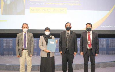 Prof. Dr. Kusrini, M.Kom Menerima SK Guru Besar dalam bidang ilmu Komputer